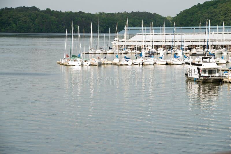 Ledare: Joe Wheeler State Park Alabama Marina och flod royaltyfria bilder