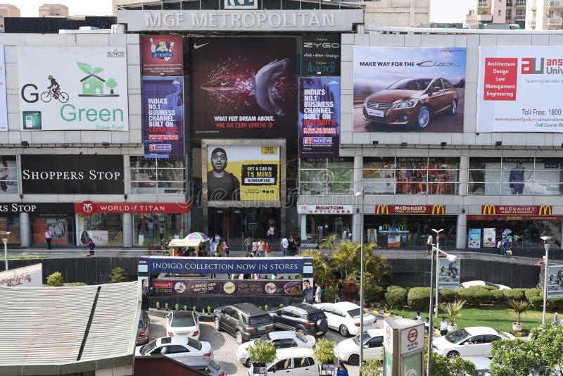 Ledare 06. Juni 2015: Gurgaon Delhi, Indien: Mgf-gallerian på MG vägen i Gurgaon, är den en av de första galleriorna i Gurgaon royaltyfri bild