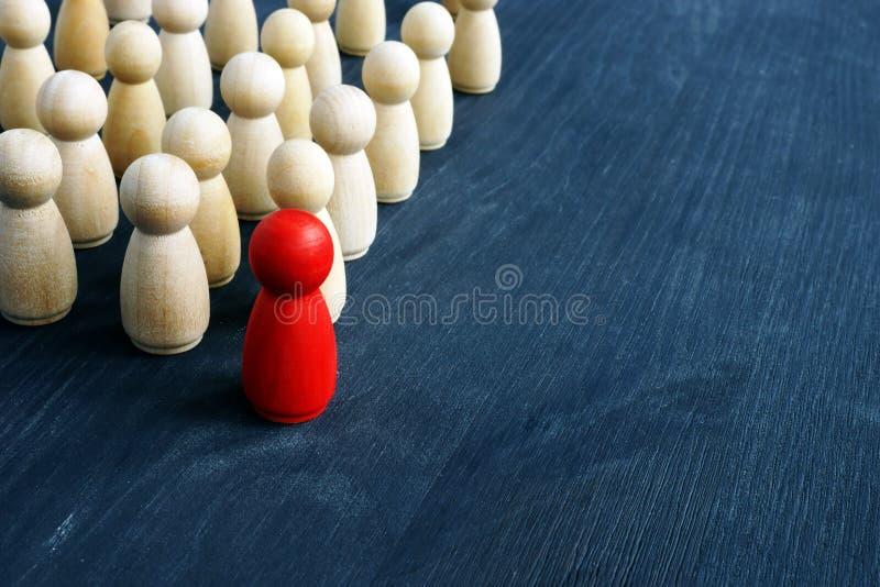 Ledarskap och ledning i affär Små diagram på skrivbordet arkivfoto