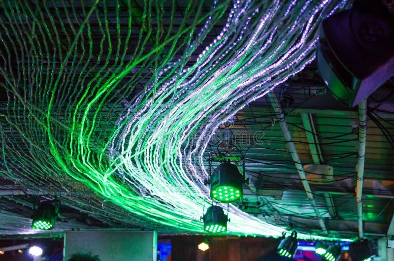 LEDD ljusgarnering på tak arkivbild