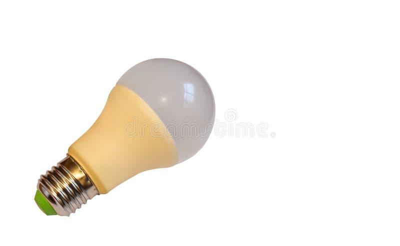 LEDD ?r den ljusa kulan f?r ny teknik som isoleras p? vit bakgrund, lampa f?r toppen besparing f?r energi elektrisk, bra f?r milj arkivbilder