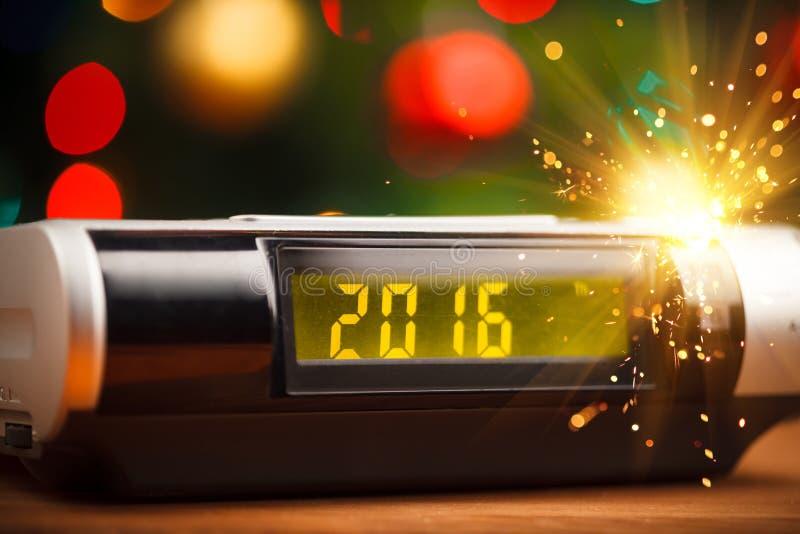 Ledd skärm av den digitala klockan med 2016 nya år royaltyfri bild
