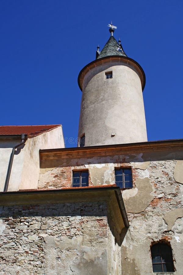 Ledecnad Sazavou - het kasteel boven de rivier Sazava stock foto's
