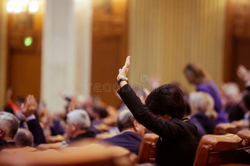 Leden van Roemeense het Parlement stem stock fotografie