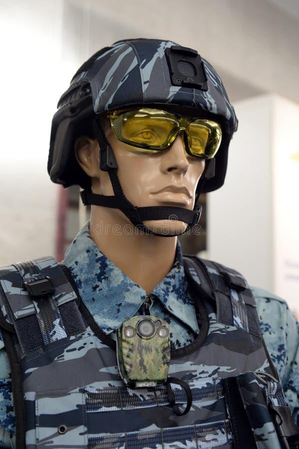 Ledenpop in het materiaal van een speciale krachtenambtenaar bij een tentoonstelling van uniformen royalty-vrije stock fotografie