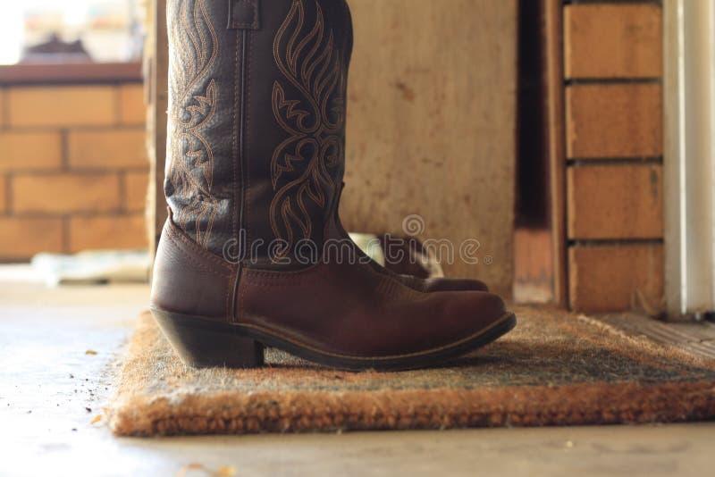 Lederne Cowboystiefel der Frauen lizenzfreie stockbilder