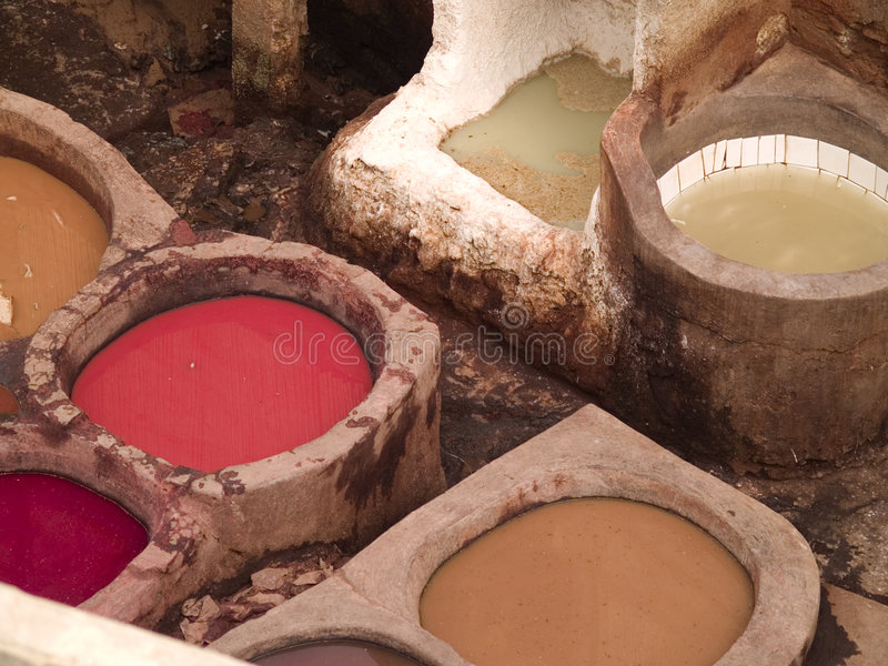 Lederne Gerberei in Fez, Marokko lizenzfreies stockbild