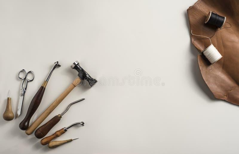 Lederne Handwerkswerkzeuge stockbilder