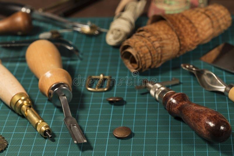 Lederne Handwerkswerkzeuge stockfotos