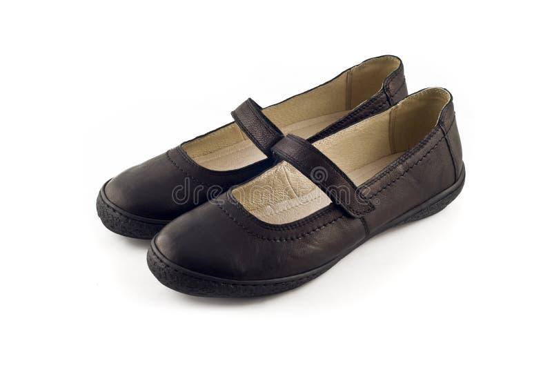 Lederne Schuhe der Frauen über Weiß lizenzfreie stockfotos