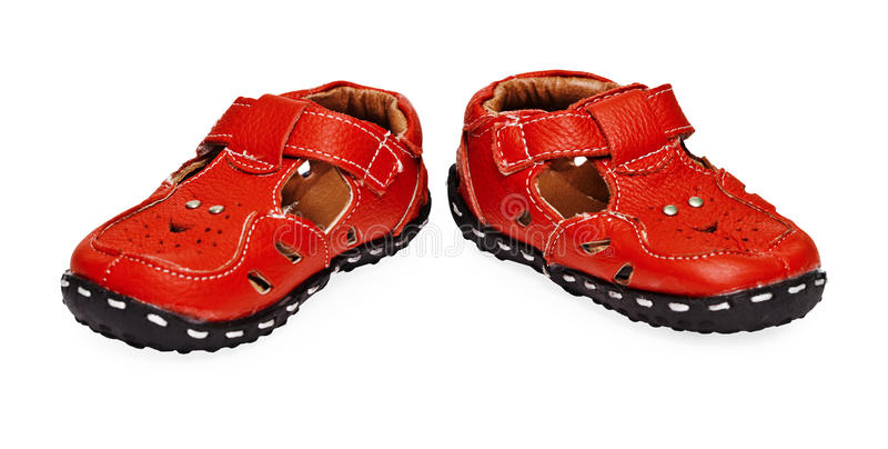 Lederne Schuhe der roten Kinder auf Weiß stockfoto