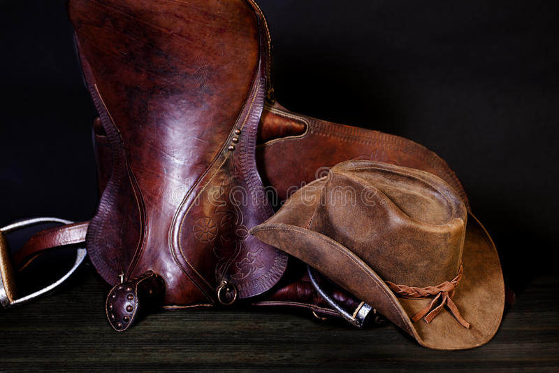 Lederner Cowboy Hat Australian Saddle stockfotos