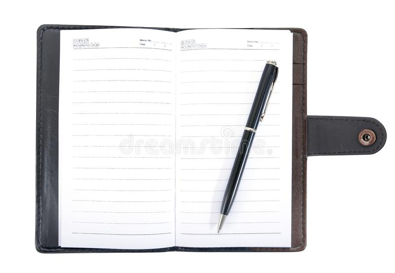 Ledernes Notizbuch geöffnet mit der Stiftweinleseart lokalisiert auf weißem Hintergrund Ledernes Notizbuch mit dem Stift lokalisi stockbilder
