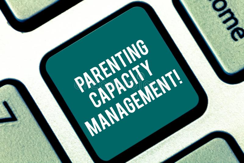 Ledning för kapacitet för handskrifttextbarnuppfostran Begrepp som betyder förälderkapacitet att skydda barn från risktangentbord stock illustrationer