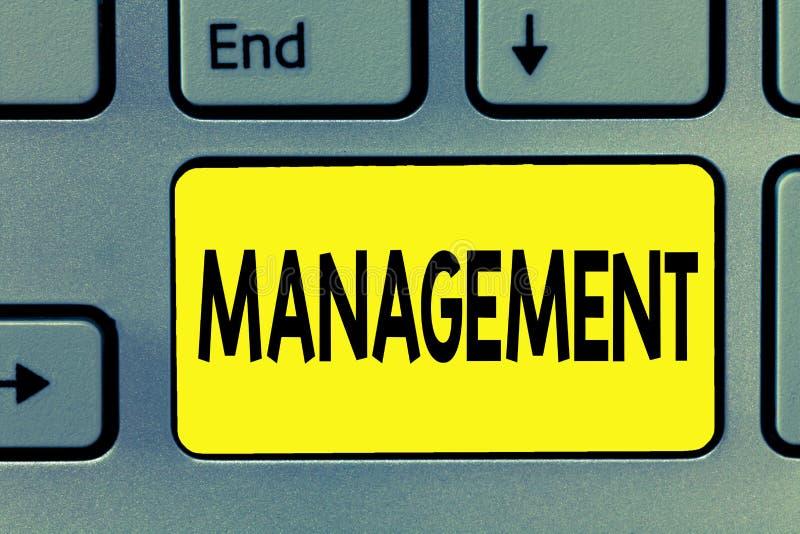Ledning för ordhandstiltext Affärsidé för processen som handlar med att kontrollera saker som visar företagsstrategi royaltyfria bilder