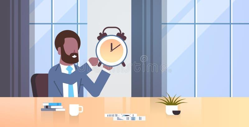 Ledning för tid för stopptid för skrivbord för arbetsplats för man för affär för afrikansk amerikan för klocka för affärsmaninneh stock illustrationer