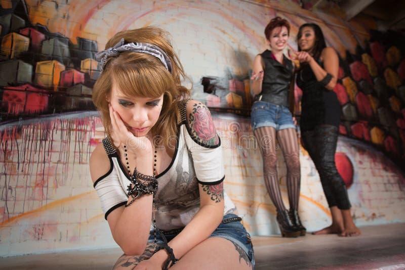 Ledsen flicka som trakasseras royaltyfri foto