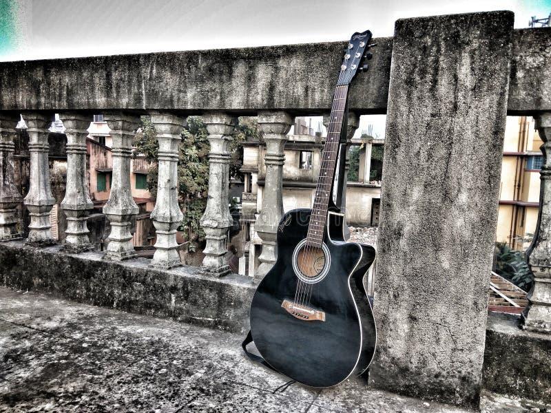 Ledsen gitarr fotografering för bildbyråer