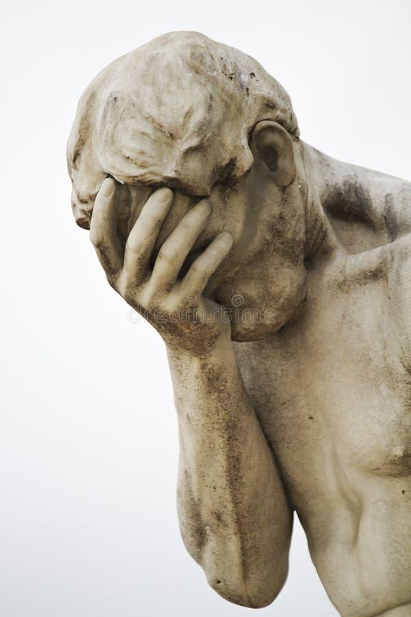 Ledsen manlig staty arkivbilder