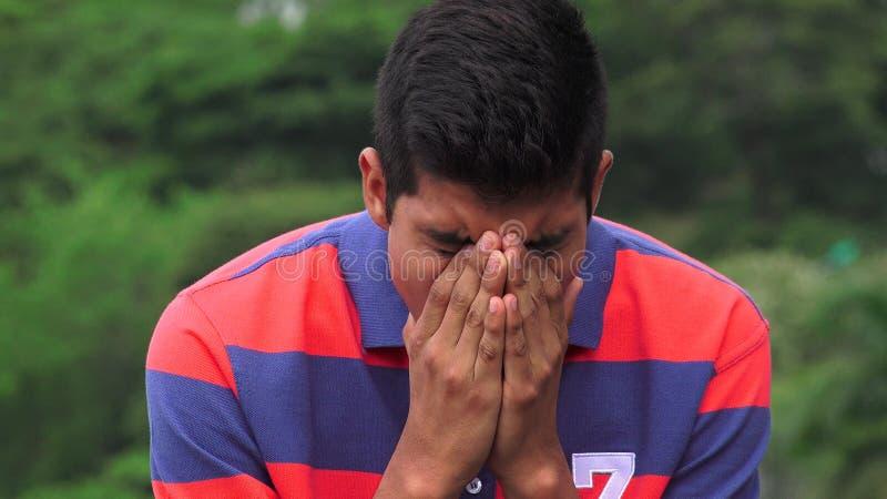 Ledsen tonårig pojke mycket av sorg royaltyfri fotografi