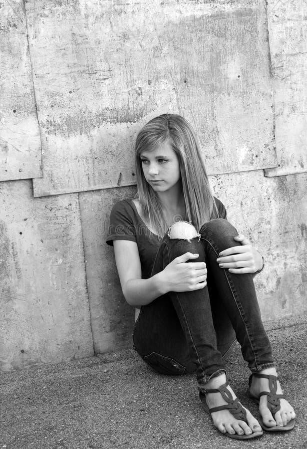Ledsen tonårs- flicka royaltyfria foton