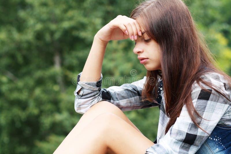 Ledsen tonårs- flicka fotografering för bildbyråer