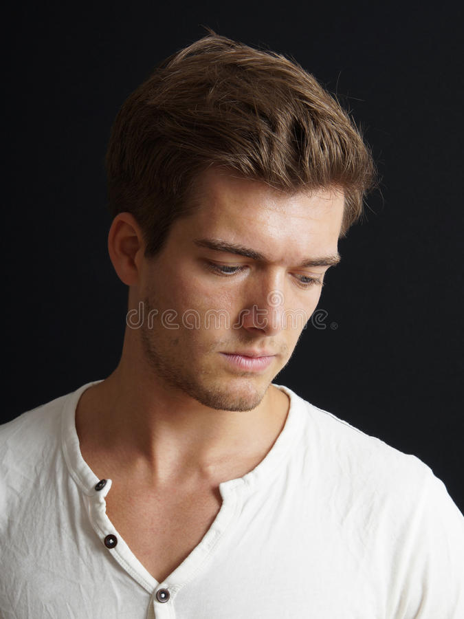 Ledsen ung man royaltyfri foto
