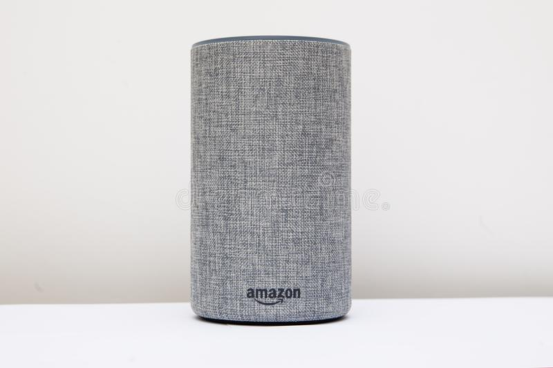 """LEEDS, HET UK € """"8 NOVEMBER 2017 De Echo 2de Generatie Alexa van Amazonië stock afbeeldingen"""
