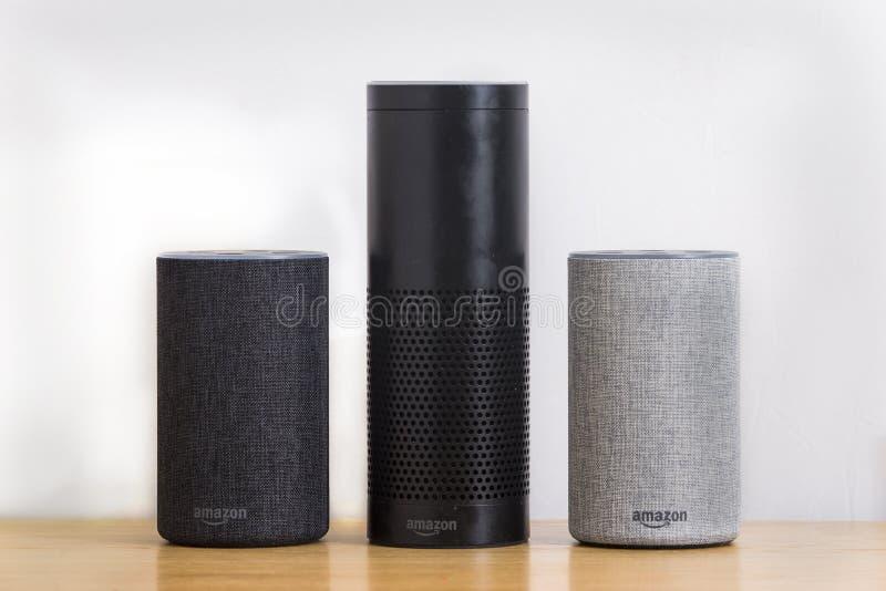 LEEDS, HET UK - 1 MAART 2018 Amazonië Echo Alexa Smart Speaker 1st a stock fotografie