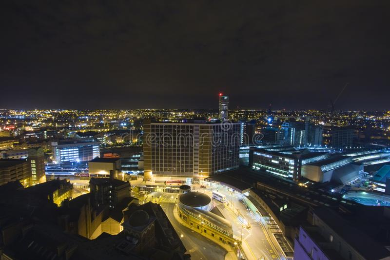 Leeds la nuit - vue aérienne image libre de droits