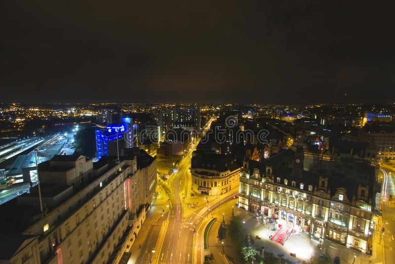 Leeds på natten - flyg- sikt royaltyfria foton