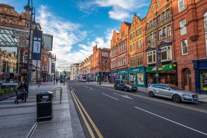 LEEDS, REINO UNIDO - 2 DE JUNIO DE 2019: Centro de la ciudad de Leeds, Reino Unido fotografía de archivo libre de regalías