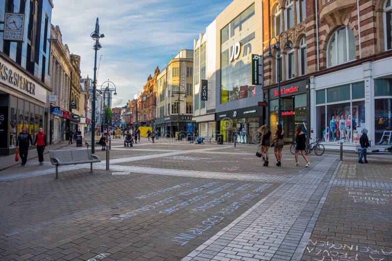 LEEDS, REINO UNIDO - 2 DE JUNIO DE 2019: Centro de la ciudad de Leeds, Reino Unido foto de archivo libre de regalías