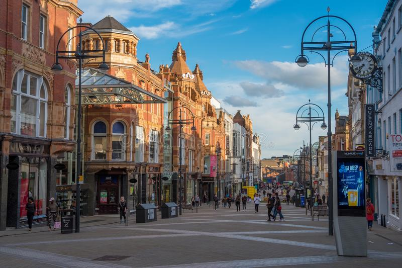 LEEDS UK - JUNI 2, 2019: Leedss centrum, Förenade kungariket royaltyfria foton