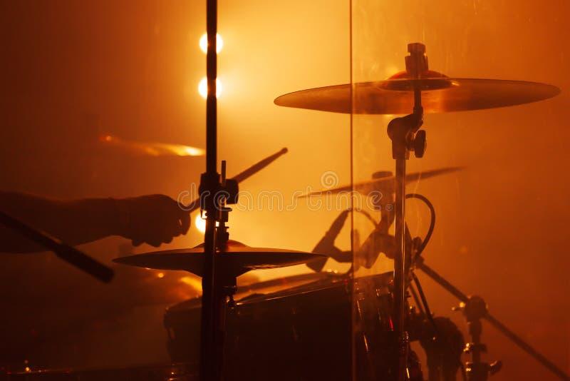 Leef muziekfoto, drumstel met klankbekkens stock foto