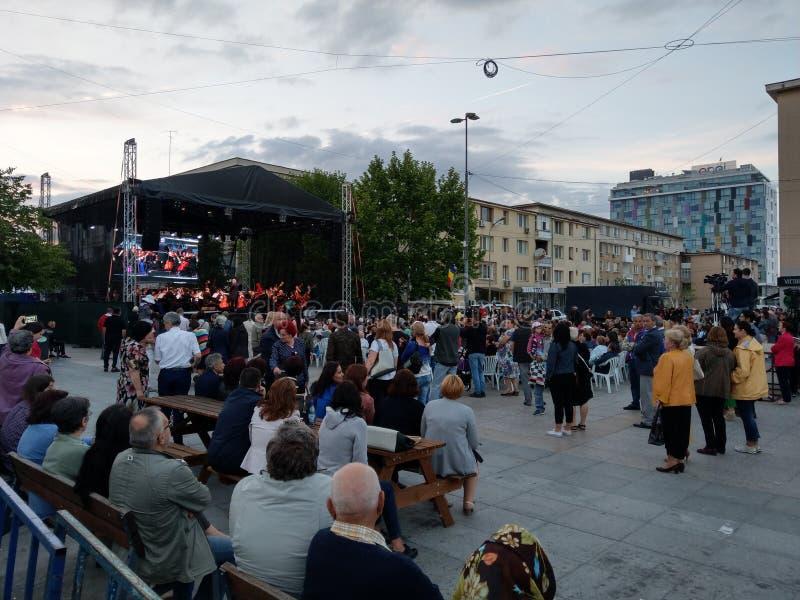 Leef operaoverleg, Pitesti van de binnenstad, Roemenië - Mei 2018 royalty-vrije stock fotografie