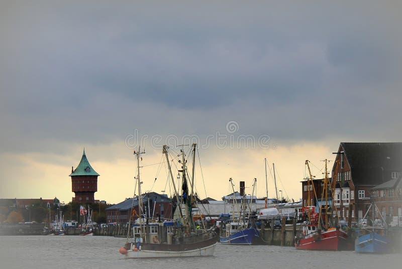 Download Leeftijds Vissershaven In Cuxhaven Die De Watertoren Overzien Stock Afbeelding - Afbeelding bestaande uit boten, d0: 56700271