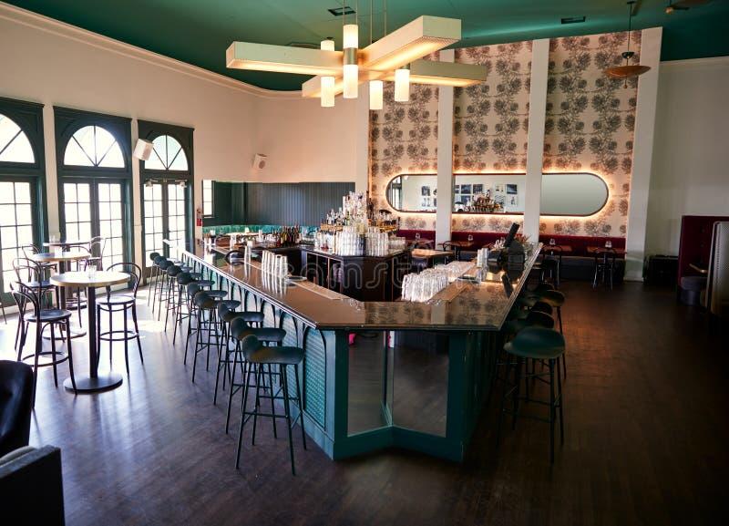 Leeg Binnenland van Modieuze Cocktailbar in Restaurant stock afbeeldingen