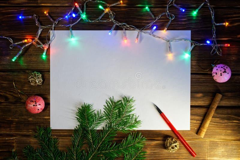 Leeg blad voor het schrijven van de wensen, de gelukwensen en de giften van het Nieuwjaar Gelukkig Nieuwjaar en Vrolijke Kerstmis stock afbeeldingen