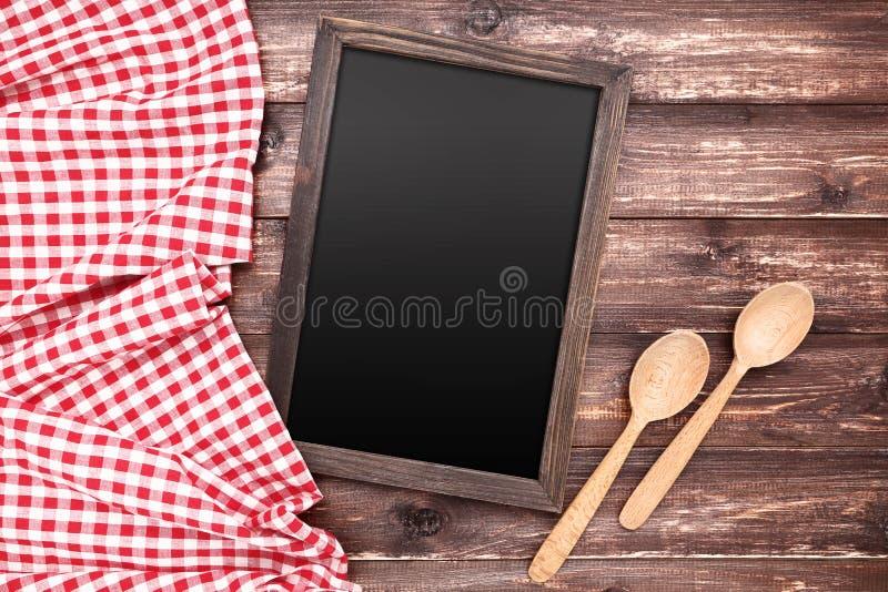 Leeg bord met servet en lepels royalty-vrije stock foto