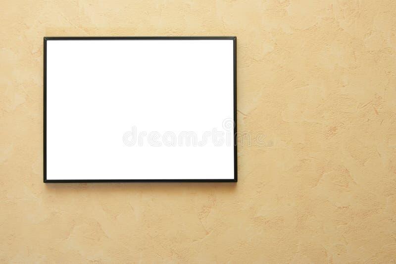 Leeg frame over gele muur royalty-vrije stock afbeelding
