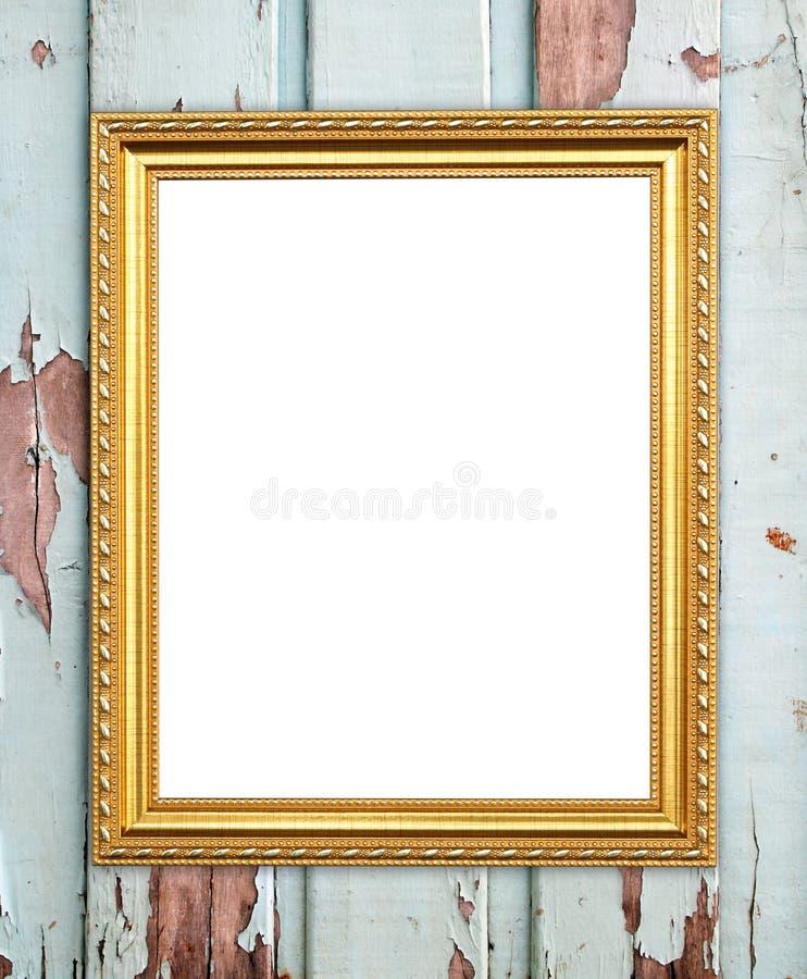 Leeg gouden kader op houten muur stock afbeeldingen