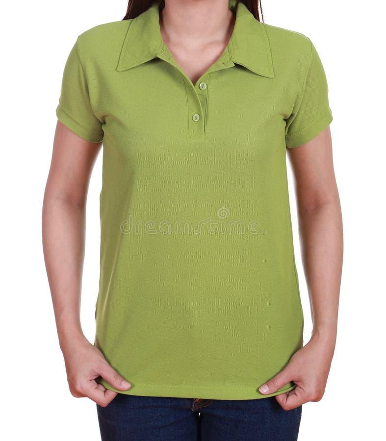 Leeg groen polooverhemd op vrouw royalty-vrije stock fotografie