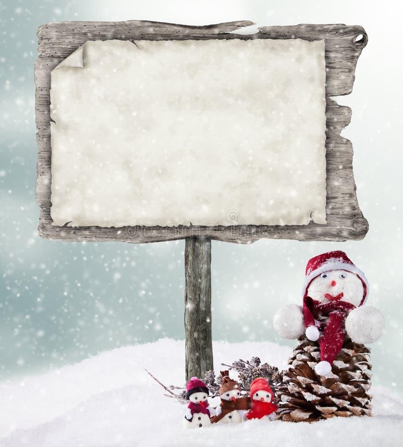 Leeg houten teken in de winterstemming stock foto's