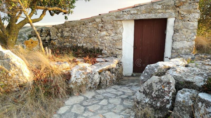 Leeg huis van steen stock foto