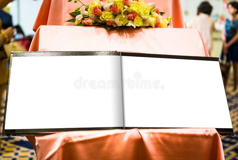 Leeg Huwelijksboek op zijde royalty-vrije stock foto