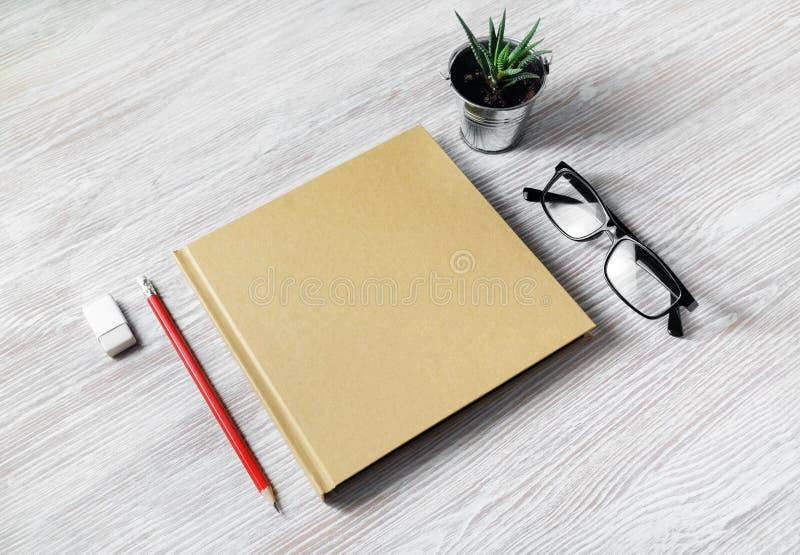Leeg kantoorbehoeftenmalplaatje stock fotografie
