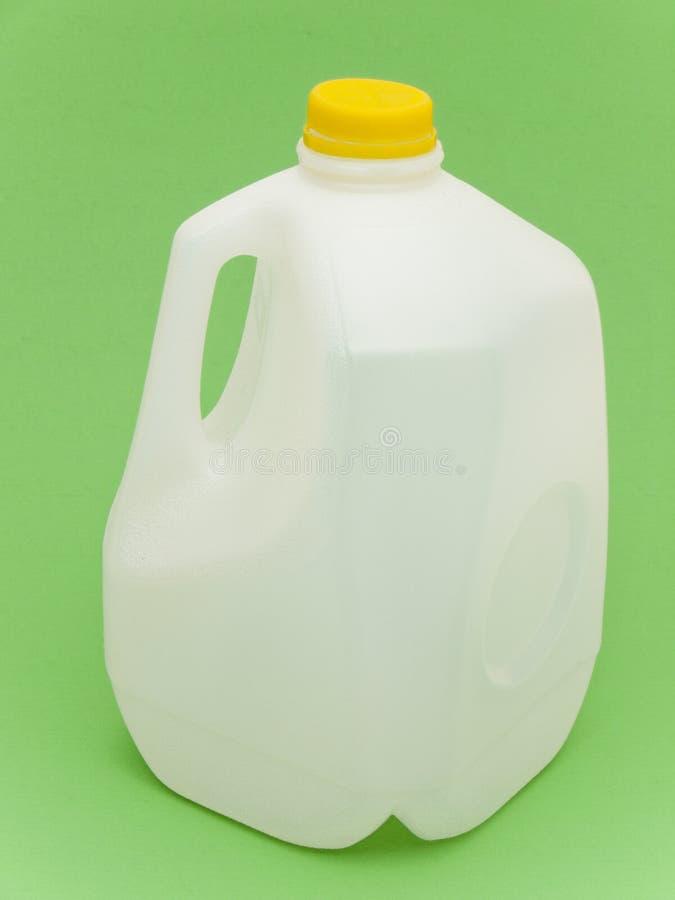 Leeg melkkarton voor recycling stock afbeeldingen