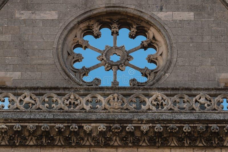 Leeg nam vensterdetail in de belangrijkste voorgevel van Leon-cathedra toe royalty-vrije stock fotografie
