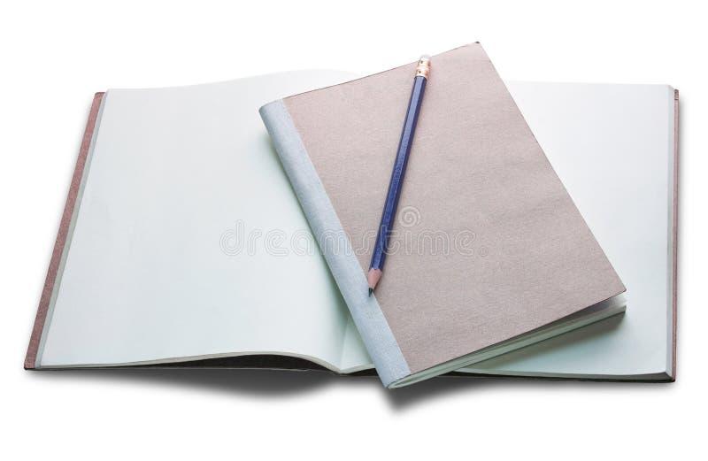 Leeg open die boek en potlood op wit wordt geïsoleerd royalty-vrije stock foto